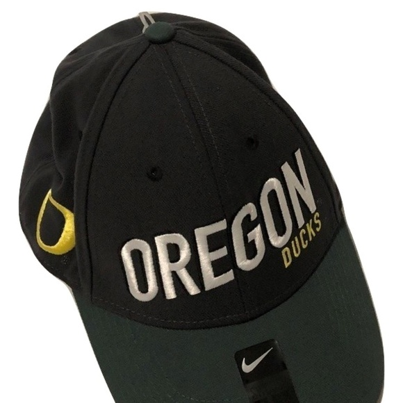 wholesale dealer 2c952 66f57 Oregon Ducks Nike Dri-Fit Legacy91 Flex-Fit Hat. NWT